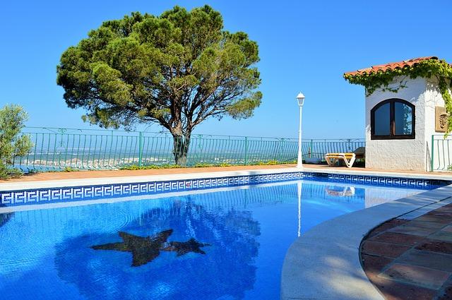 bazén s dávkou luxusu