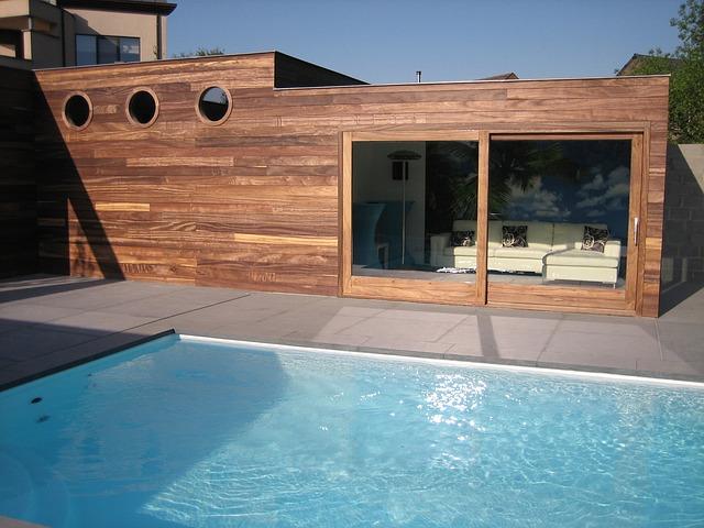 domek u bazénu