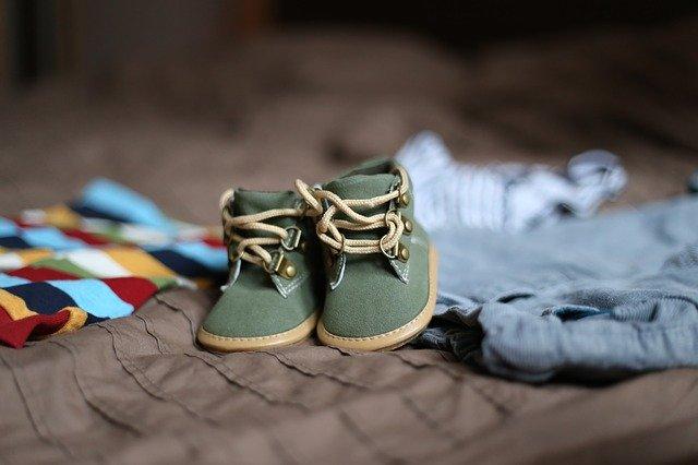 dětské oblečení a botičky