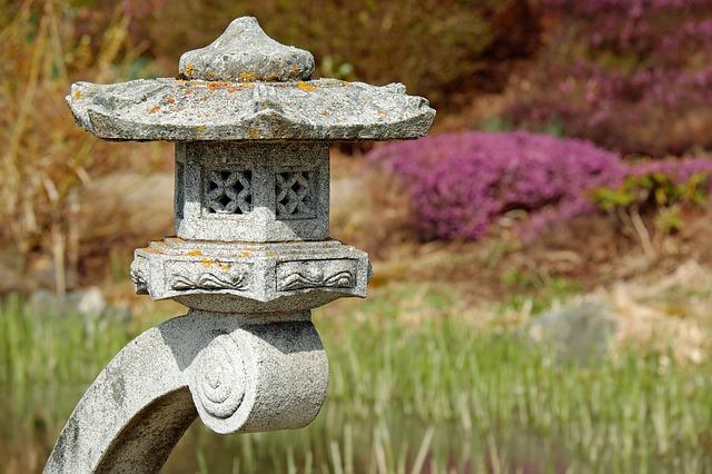 kamenná zahradní lampa